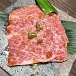炭火焼肉 新世館 - 料理写真:ザブトン