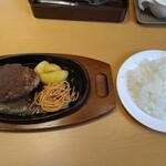 ステーキ 宮  - 自家製ハンバーグランチ(200g・890円)