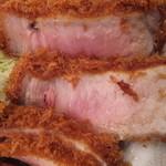 とんかつ檍 蒲田店 - 美味しそうなピンク色ですが!