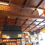 大正館 - 天井にも歴史を感じさせます。