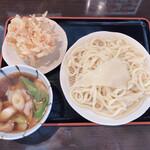 深山うどん - 肉汁(並)690円 かき揚げ150円