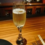 ワインサロン 銀座G.G. - グラスが超カッコイイシャンパーニュ