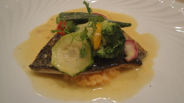 ISHIDA - 黒鯛のポワレ、サフランソース