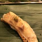 寿司処 やまざき - おまかせ6000円。のどぐろ。厚みのある身をしっかり炙ったのどぐろは、溶け出す脂と身の旨味が素晴らしく、とーっても美味しかったです(╹◡╹)(╹◡╹)