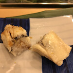 寿司処 やまざき - おまかせ6000円。穴子。片方は塩、もう片方はツメでの提供です。特筆すべき提供はありませんが、とても美味しかったです(╹◡╹)