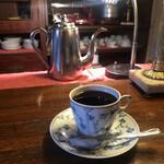 カフェ・アンセーニュダングル - カウンターで