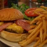 サニーダイナー - ベーコンチーズコンボと山盛りポテト