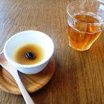 15010815 - 受付時に、お茶と黒豆プリンがだされました。
