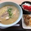 泉大津パーキングエリア海側 - 料理写真:魚介豚骨ラーメンセット(¥900)