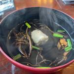 網元料理 徳造丸 - 金目鯛煮魚と刺身膳 2310円。