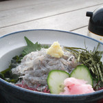 魚見亭 - 生シラス丼