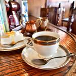 150112602 - 【レアチーズケーキセット@税込800円】[手前]ブレンドコーヒー