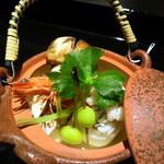 桜ヶ丘 - この時期、外せません。松茸土瓶蒸し、お出汁の味は和の醍醐味。