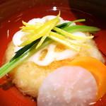 桜ヶ丘 - 蓮根饅頭に箸を入れ、お出汁に少ししみたところで・・・堪りません。