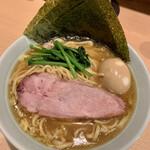麺屋 庄太 - 家系らぁ麺(大)煮玉子