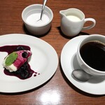 150136985 - ヨーグルトムースとコーヒー