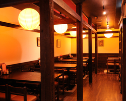 あげづき - ゆっくりと落ち着ける江戸風情の店内。女性お一人様も多い。