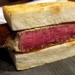 150146461 - (20)シャトーブリアンカツサンド                         焼き肉網の上でゆっくり焼かれたトースト                         ブリカツをサンドして頂きます                         ノーマルのカツより更に良い!