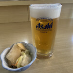 むらかみ食堂  - ドリンク写真:生ビール(スパドラ)&サービスの漬物。 この漬物が美味かった!