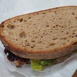 ベッカライ・ブロートツァイト - サンドイッチ(チキン・バウアンブロート)