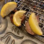 近江焼肉レストランすだく - 焼きレモンと牛タン♡合うね〜♡