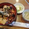 とゝや - 料理写真:サービス丼 1100円 鳥スープとお新香付き