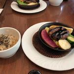 チャヤマクロビ - ベジハンバーグと玄米