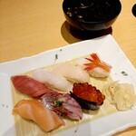 Otarumasazushi - 政寿司セットのお鮨と岩海苔味噌汁