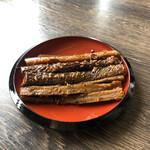 うどん本舗 - 太く大きなキンピラ、ピリ辛で美味しいです♪