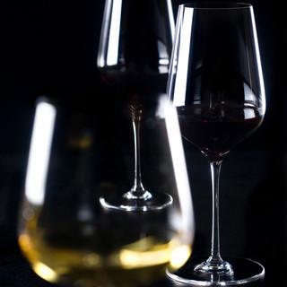 イタリアワインを中心とする100種類以上のワインが揃う