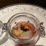 西麻布 肉粋 やまもと - 雲丹、帆立、キャビア、アボカド、イクラなどが入ったタルタル。花穂紫蘇がいいアクセント。贅沢。