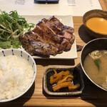 150202437 - 鶏モモ肉の炭火焼き定食1200円