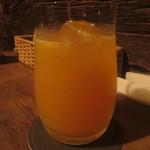 15021208 - 杏仁リキュールとオレンジ?のフィズカクテル