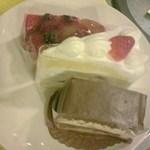 15021628 - 上からフルーツタルト、イチゴのショートケーキ、コレ・ショコラ