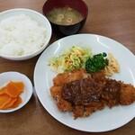 東洋軒 - ロースカツ定食