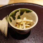 Chisousottakuito - ②落花生もやし(福岡県産)と煮黒鮑(福岡県産、80℃で5時間煮たもの)の焚き合わせ