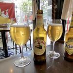 フィリ ディ チェント アンニ - まずはイタリアのビールで乾杯。 私はモレッティ、連れはメッシーナ。