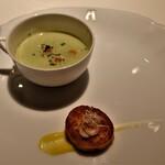 150221474 - ブロッコリーのポタージュとホタテのムース、桜エビのトッピングに黄色いトマトのソース
