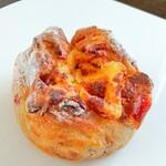 VERMICULAR POT MADE BAKERY - クリームチーズとクランベリーのカンパーニュ