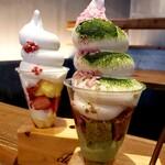 cafe Clap - 抹茶ムースとさくら餡の和パフェ&レアチーズと苺のパフェ