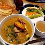 cafe Clap - ロティサリーチキンと揚げ野菜のスープカレー