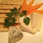 Bar Deva - チーズ盛り合わせ。