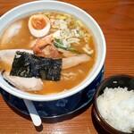 のみ、くい 圓福 - 料理写真:濃厚 旨海老ラーメン(800円也)  燻製玉子にチャーシューも美味しさをパワーアップしてます♪