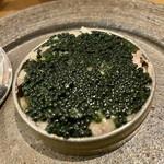 鮨・酒・肴 杉玉 浦安 - キャビア寿司。下にシャリあり