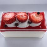 あさのや洋菓子店 - 新商品のクリームチーズとフランボワーズソースのレアチーズケーキ。