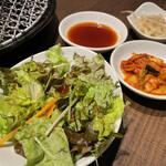 焼肉・韓国料理 KollaBo - 定食セットのサラダ