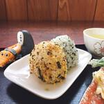 ゆい製麺所 - おにぎりは二つで100円(;´Д`) めちゃくちゃ良心的です