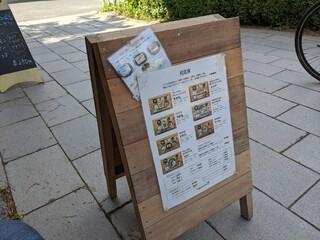 朝食屋コバカバ - 店前のメニュー看板