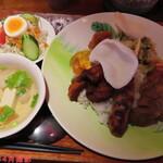 熱帯食堂 - 気まぐれナシチャンプルランチ 1100円(税込)