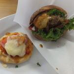 大分香りの博物館 カフェ サ・サンボン - ハンバーグとトマト・チーズのサンドイッチ and ミニトマトピザ